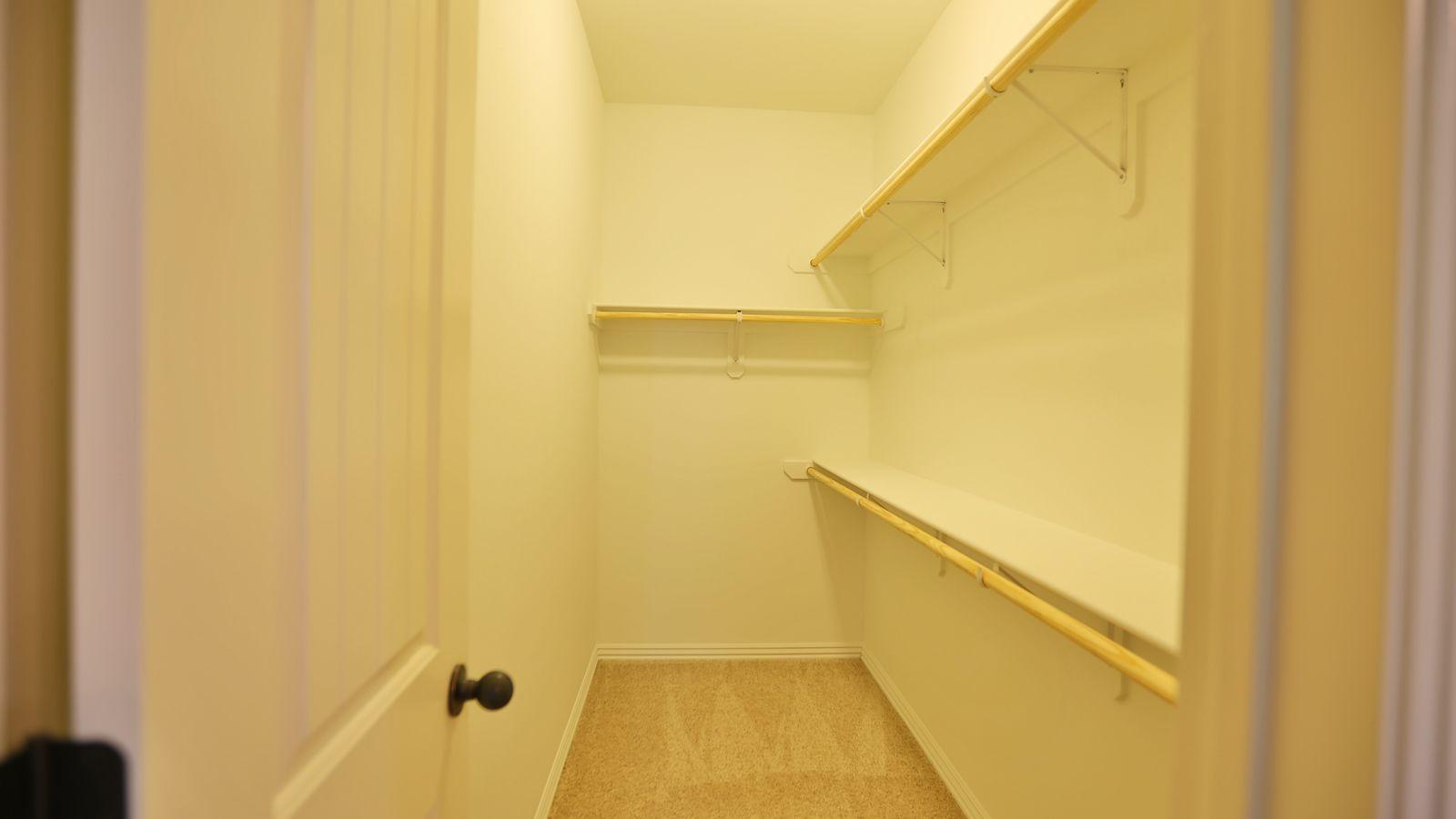 bedroom_1_closet.jpg