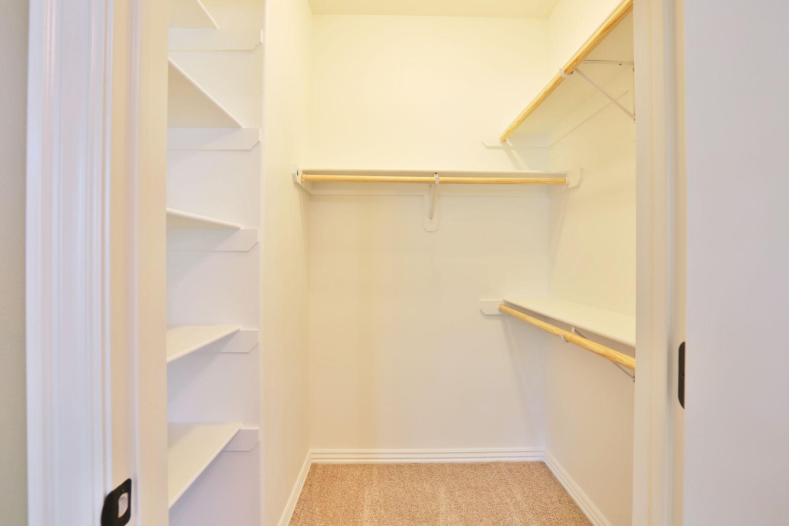 bedroom_2_s_closet.jpg